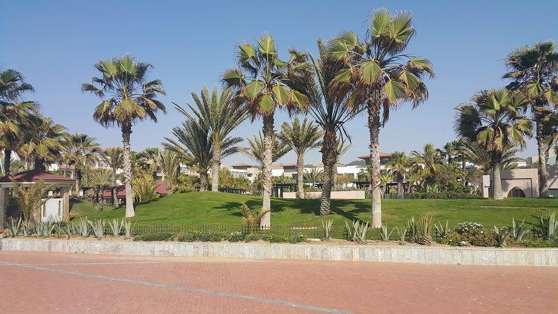 *agadir tikida palace* Un ensemble réussi avec une belle transition parc/océan et une architecture fonctionnelle, rehaussée par des tourelles à toit de tente.